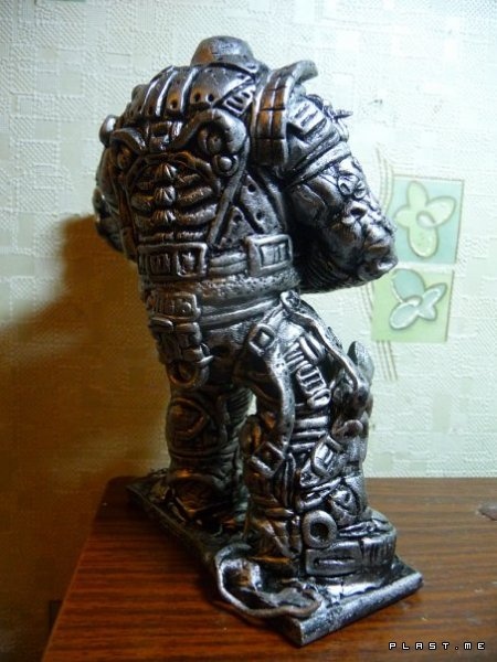 Gears of War — Boomer Statue